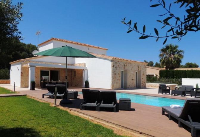 villa mit garten und pool villa simone sunnyholidaysvillas. Black Bedroom Furniture Sets. Home Design Ideas