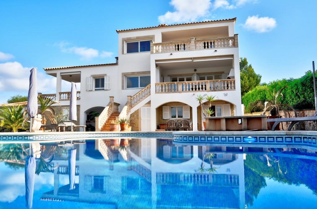 Villa am Meer zu verkaufen