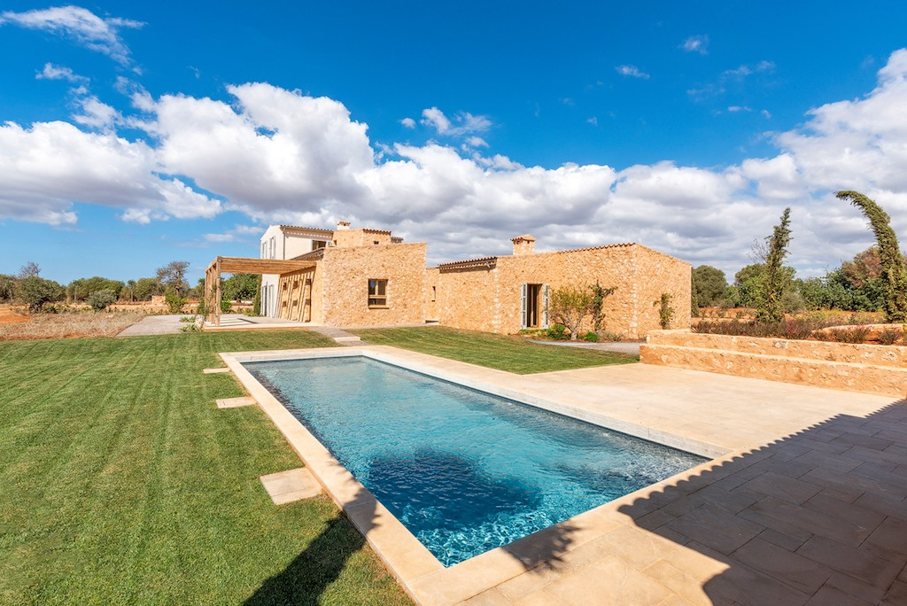 New-built dream finca with sweeping views near Santanyi